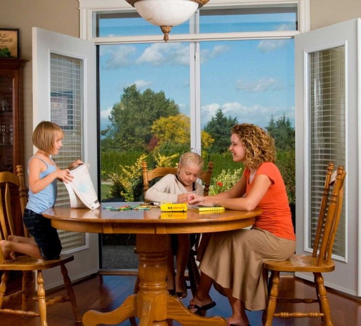 family dinner with mirage retractable screen solution
